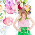 Fotomontaje con una chica con una corona de flores