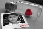 Fotomontaje con un corazón atrapado en una botella